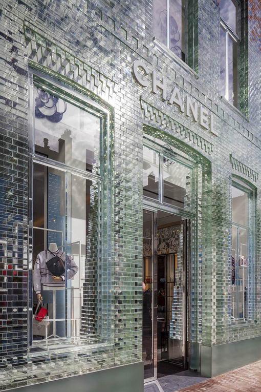 Кристальный магазин Chanel в центре Амстердама ecfe20fc354